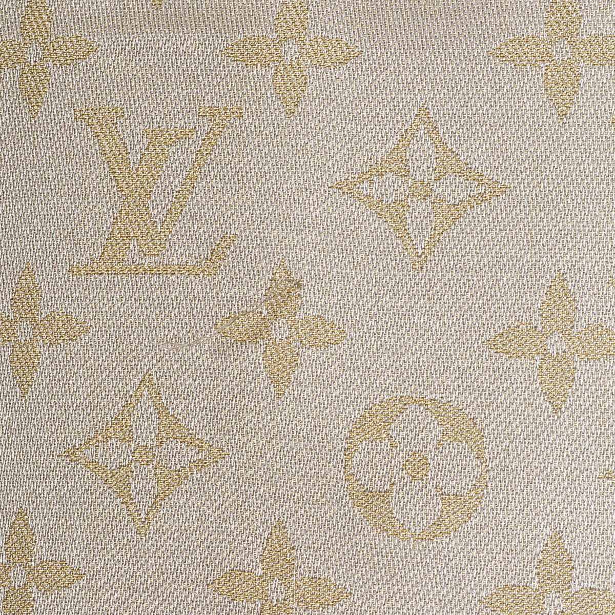 louis vuitton monogram shawl monogram silk lxrandco pre owned louis vuitton monogram shawl