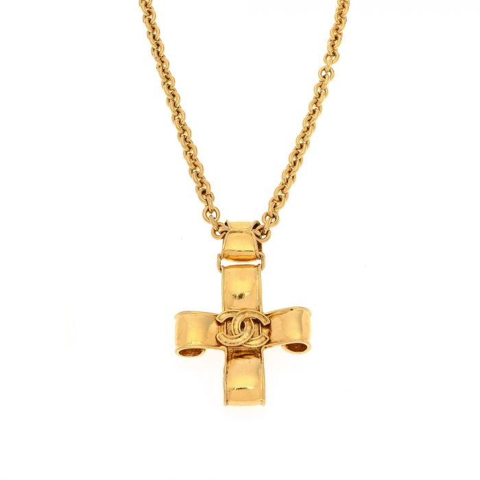 chanel logo necklace. lxrandco guarantees the authenticity of this vintage chanel cc logo necklace. crafted in 18k gold plated on brass, chic necklace comes beautiful